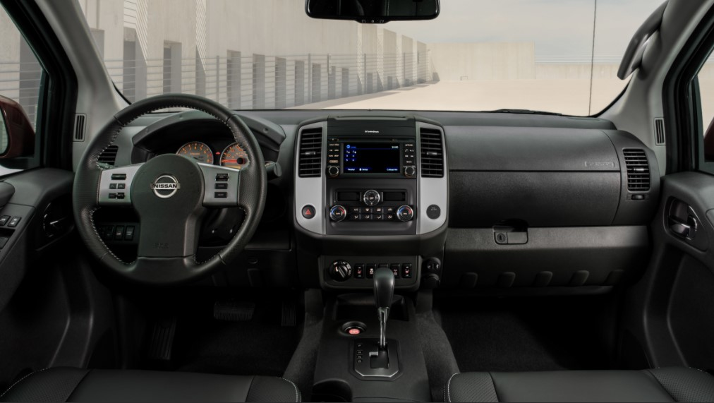 2022 Nissan Frontier King Cab Interior